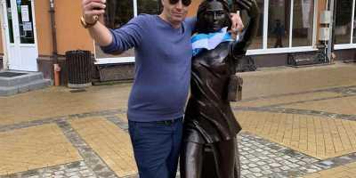 Экскурсия в Зеленоградск. Статуя Курортница