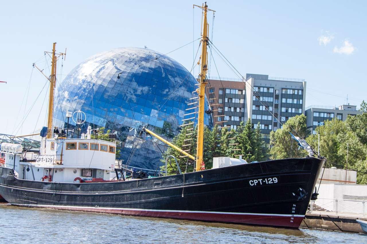 Водная экскурсия Калининград. Музей-рыболовецкое судно СРТ-129