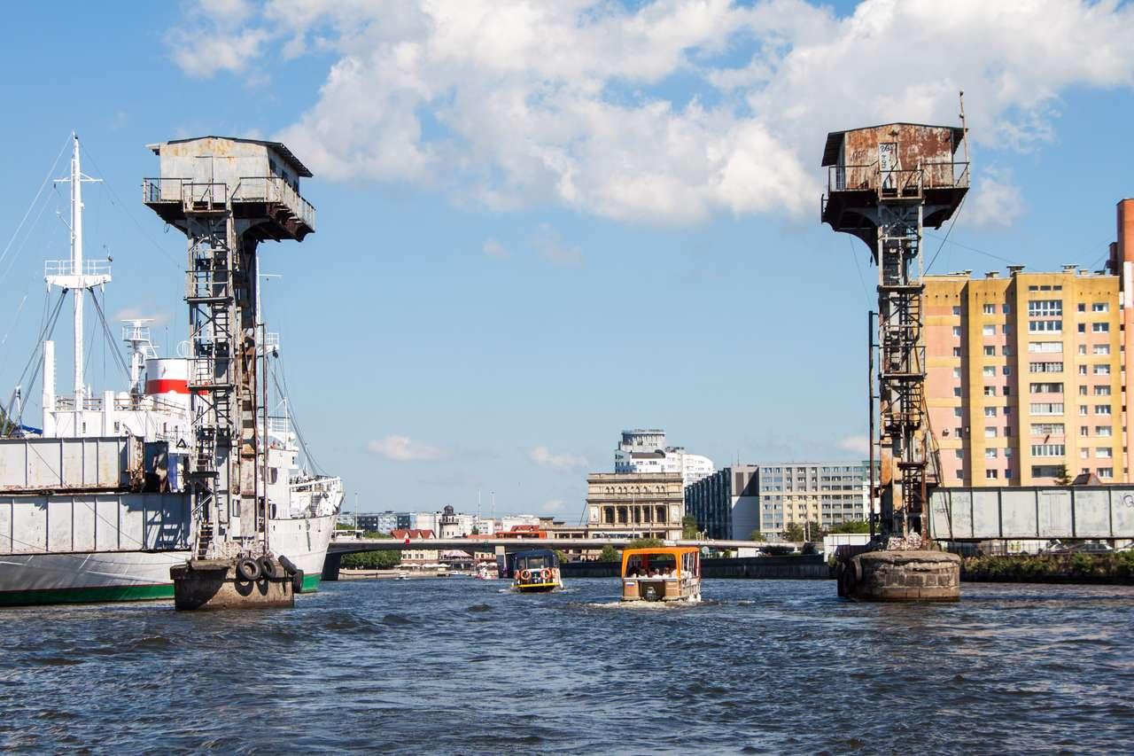 Водная экскурсия Калининград. Старый железнодорожный мост через Преголь