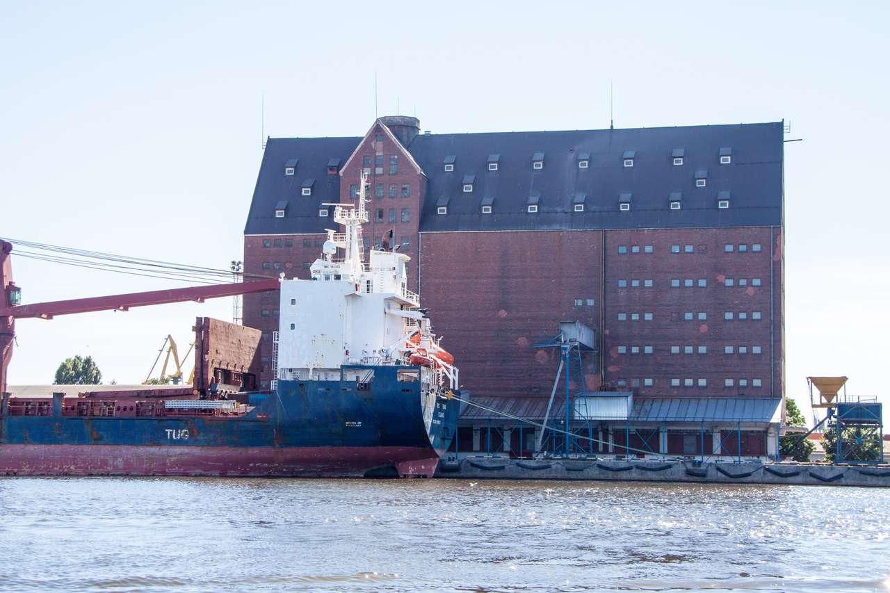 Водная экскурсия Калининград. Здание портового склада