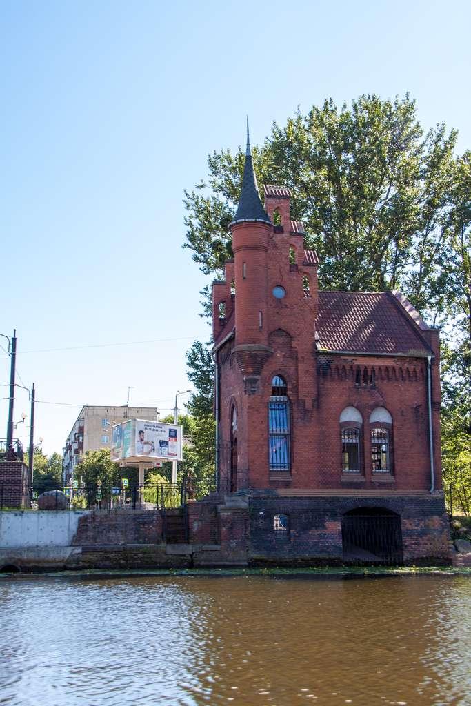 Водная экскурсия Калининград. Дом смотрителя моста