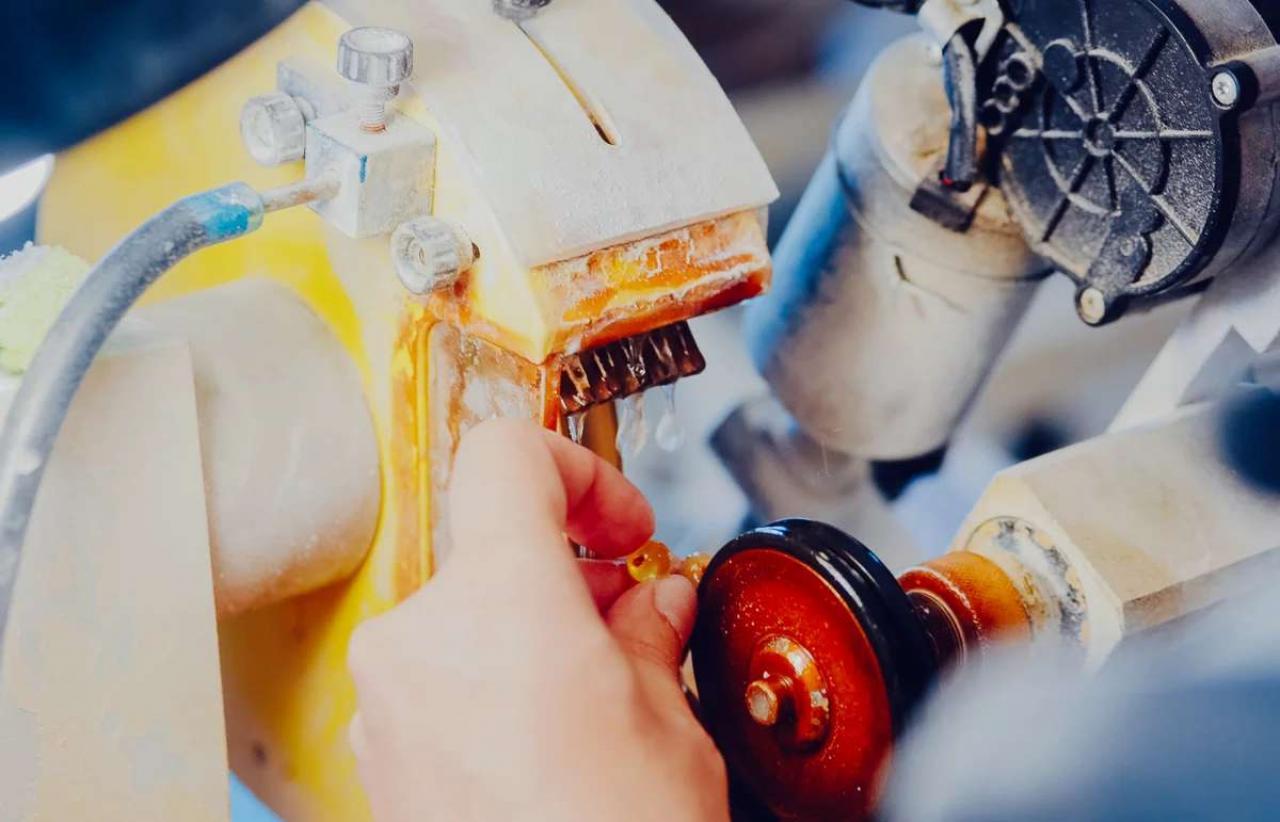 Янтарный комбинат: как добывают янтарь